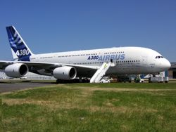 250px-Airbus_A380_Paris_Air_Show.jpg
